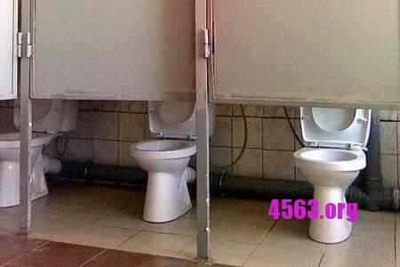 趣圖一笑 – 外國fail design – 偷工減料的廁所門